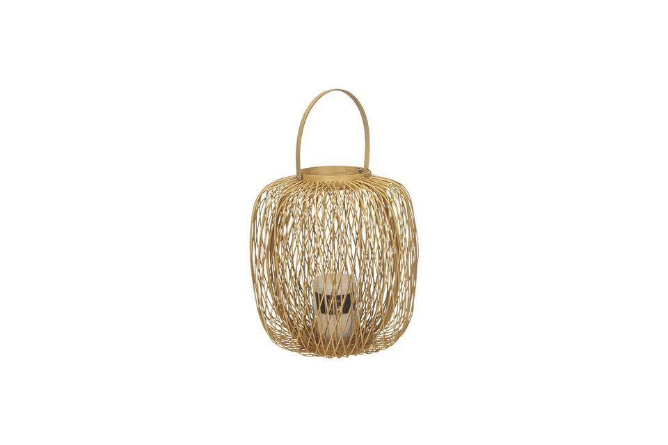 Una linterna de exterior hecha de material vegetal