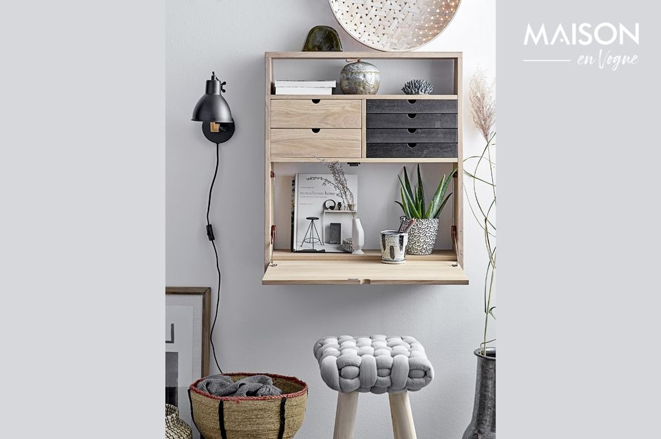 Una lámpara de pared que combina la clase clásica y la modernidad con estilo