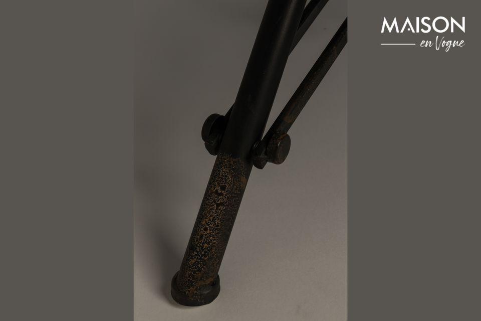 Pero el lado industrial y original también viene dado por el marco de la mesa hecho de hierro