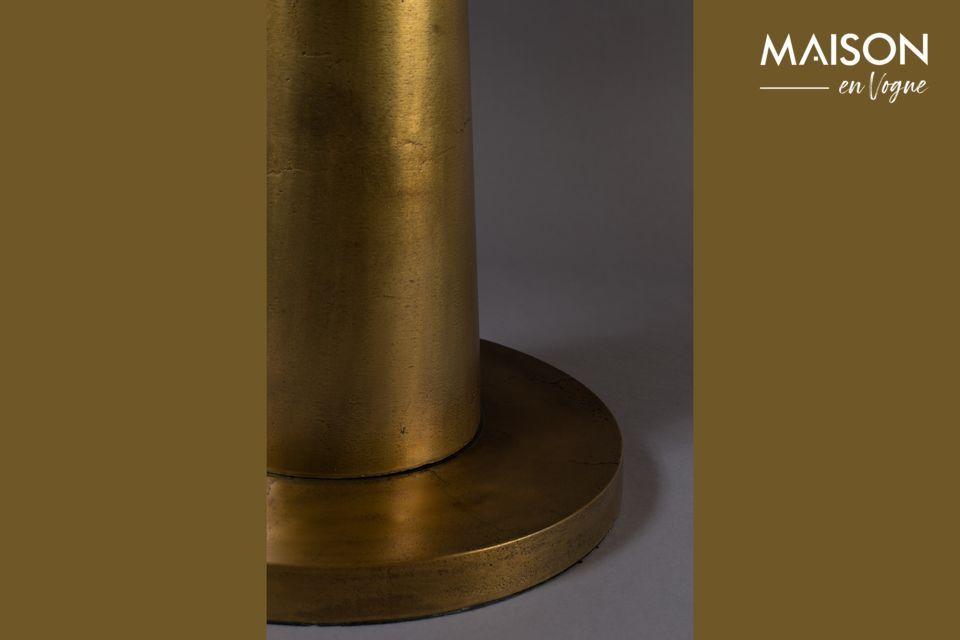 Esta mesa auxiliar de aluminio da un toque oriental con su tapa lacada en oro mate de 63 cm