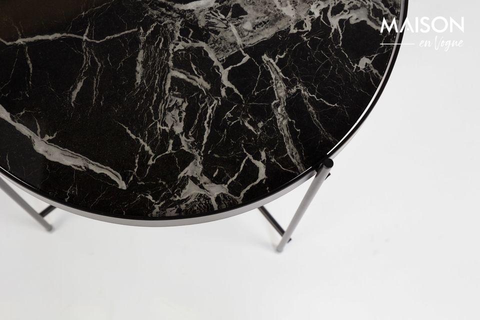 Su tapa de vidrio laminado de mármol removible seduce por su autenticidad