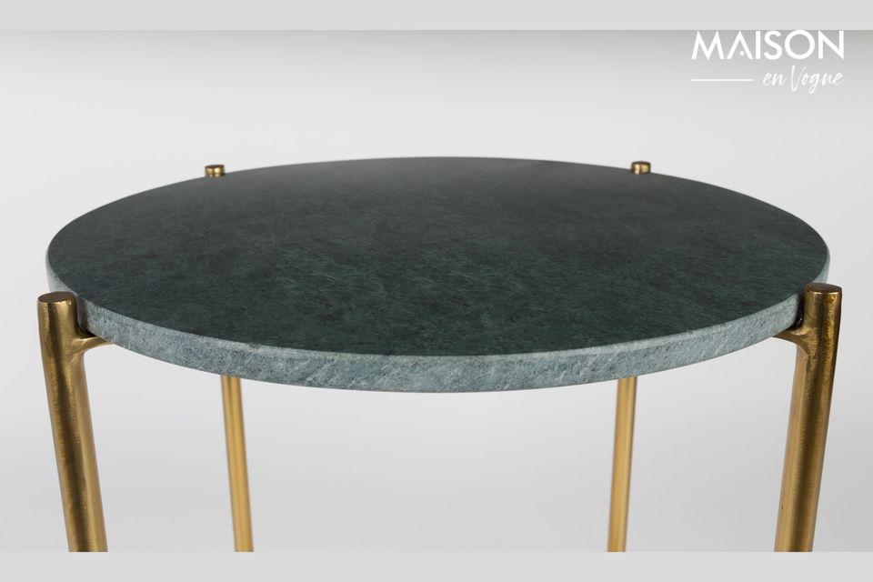 La nobleza y la elegancia de una pequeña mesa de mármol