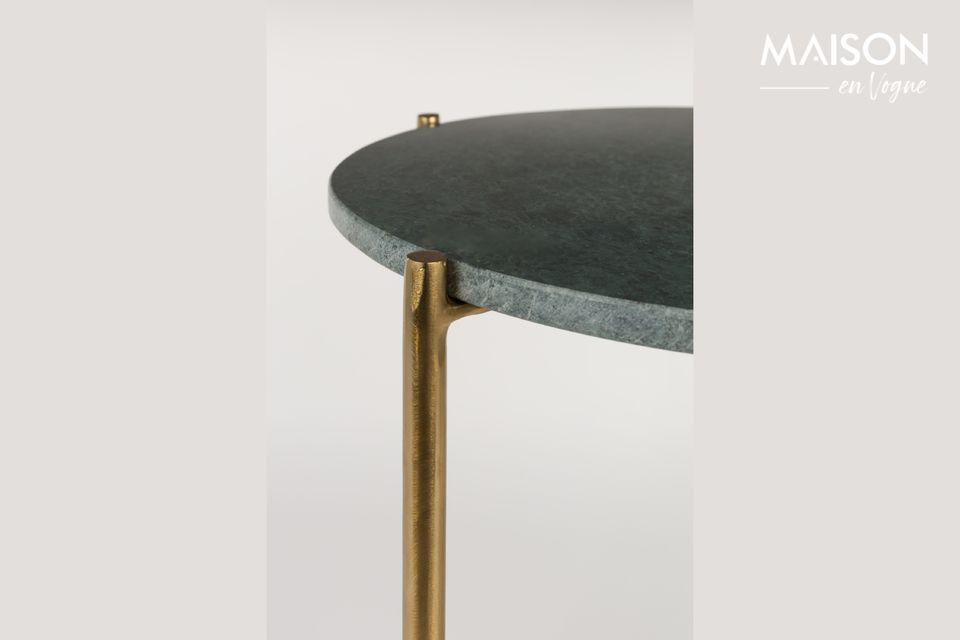 La mesa auxiliar de mármol verde Timpa es una pequeña y refinada pieza de mobiliario con su tapa