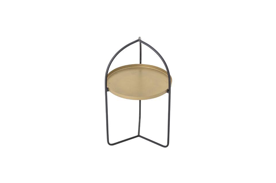 Una pequeña mesa de 71 cm de altura y 40,5 cm de alto