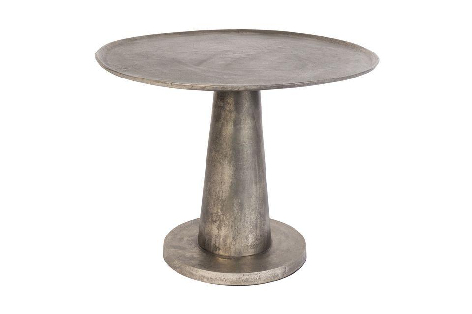 Instale la mesa auxiliar Brute en el salón o en la terraza para compartir un momento de convivencia