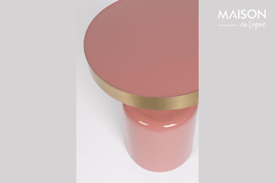 Su arquitectura recuerda a una elegante botella que contiene un producto femenino