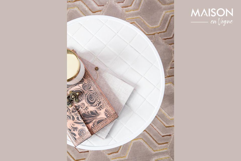 Para su mesa auxiliar blanca esmaltada, la marca Zuiver ha optado por un diseño redondeado