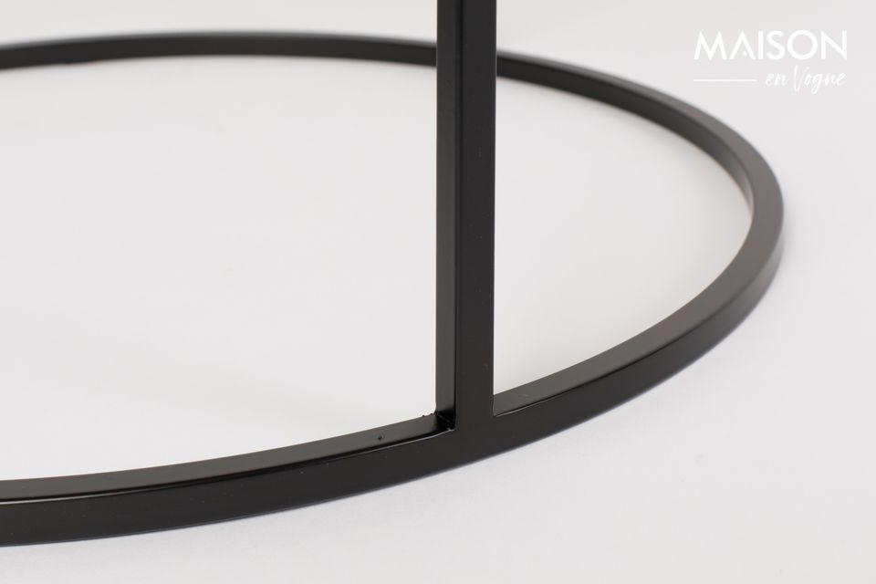 Una mesa ocasional con un estilo vintage minimalista