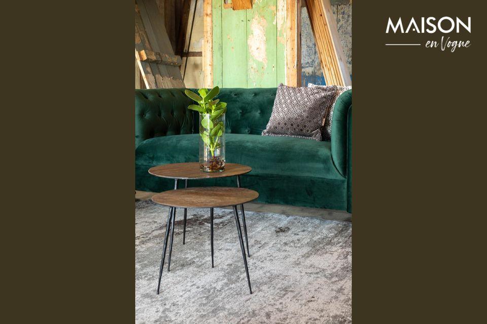Una mesa redonda de madera y acero