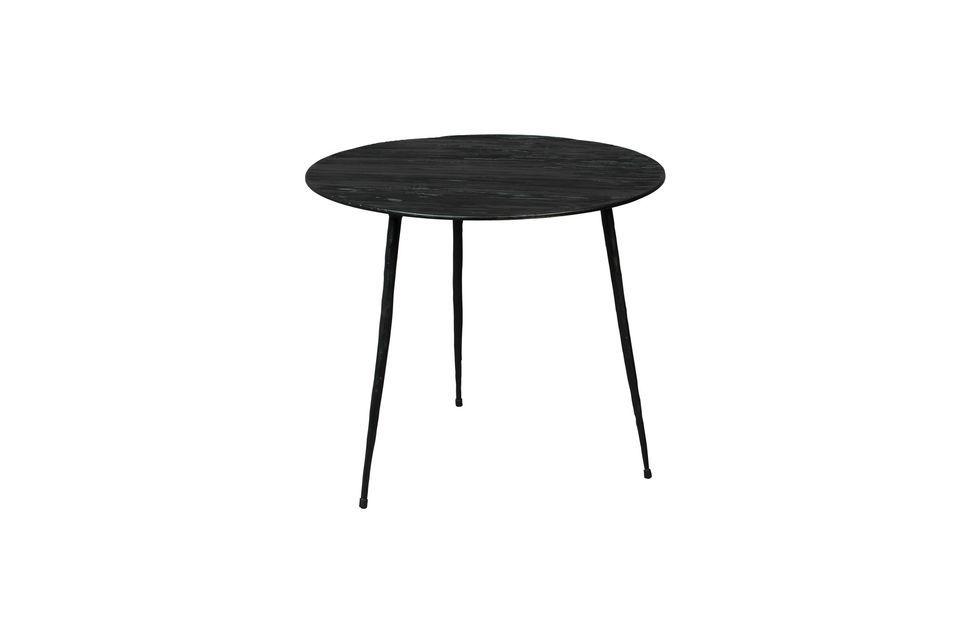 Muy estable con sus tres patas de acero, se mueve fácilmente y es ideal como mesa ocasional