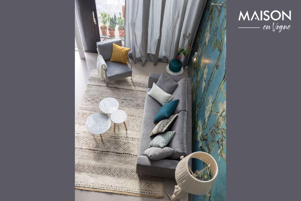 Usada como mesa de pedestal o al final de un sofá