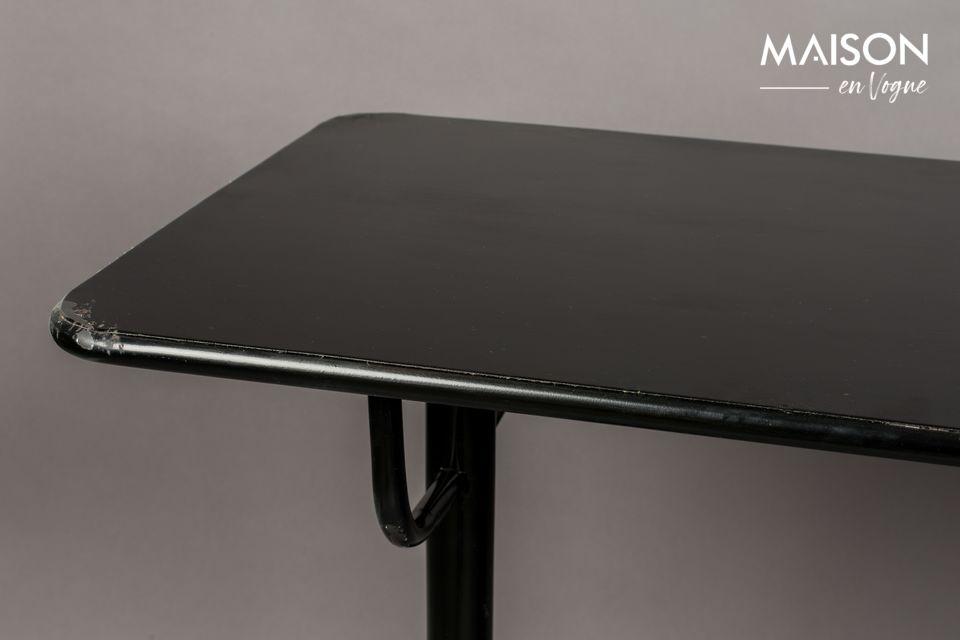 Una mesa original con un aspecto retro para compartir una copa con los amigos o para cenar