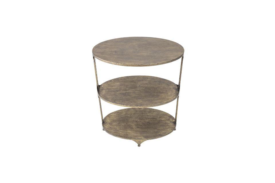 Una mesa con dos niveles adicionales está ingeniosamente diseñada para ahorrar espacio y es