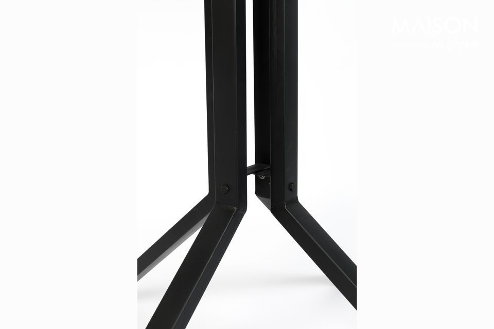 Versátil, esta mesa de bar también puede ser usada como una mesa ocasional o el extremo del sofá