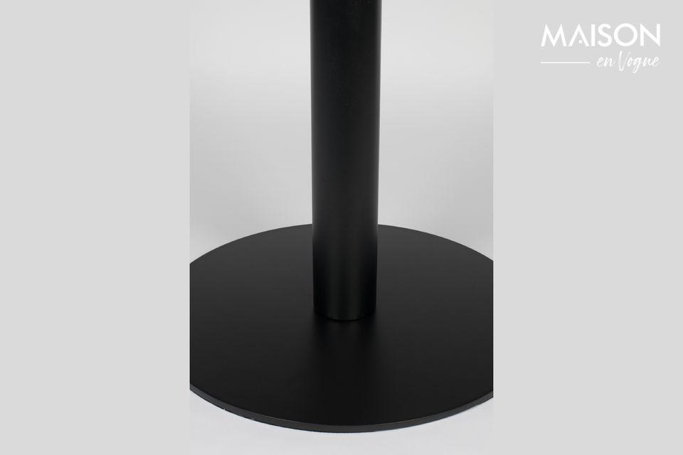 Diseñada con una sola pata muy estable y una estructura totalmente de acero