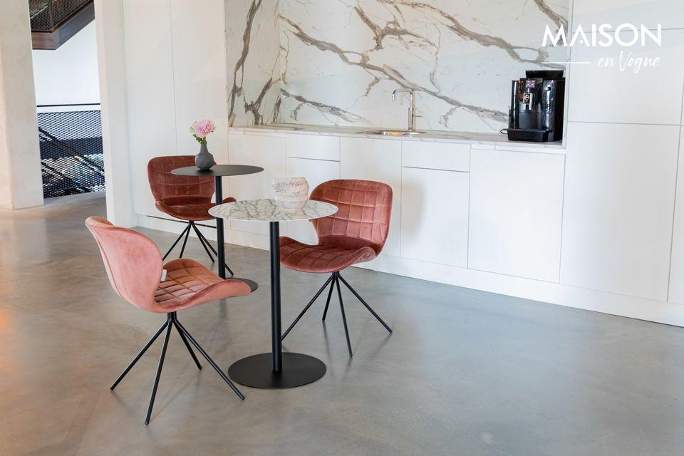 Una mesa lateral de acero estilo bistrot