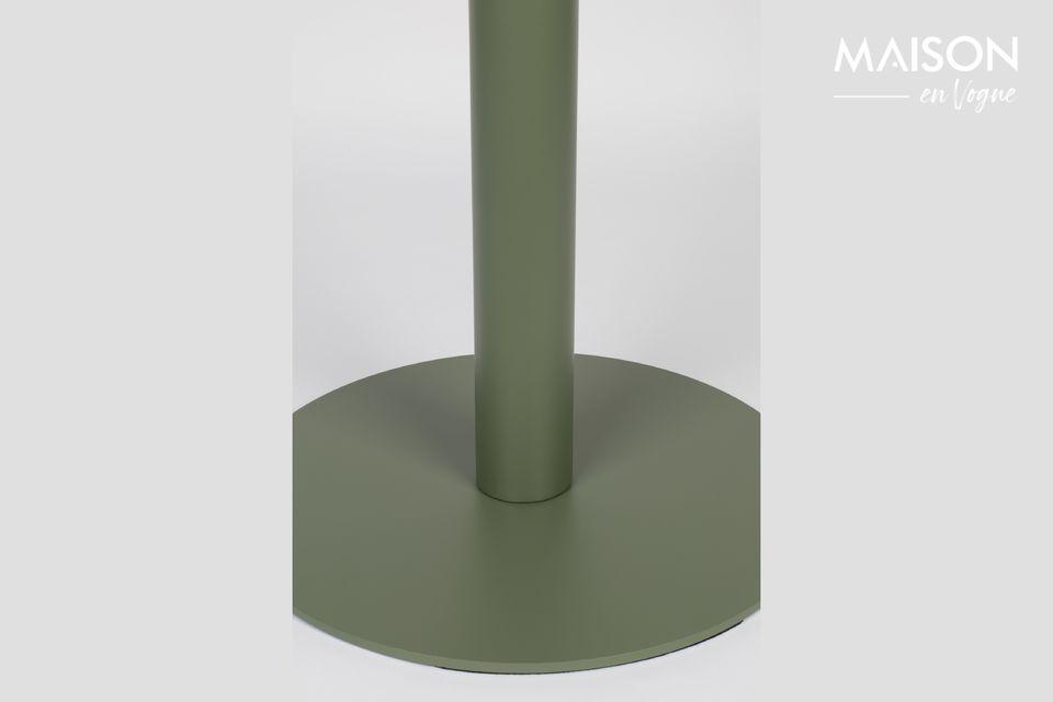 En metal pintado en un suave tono verde