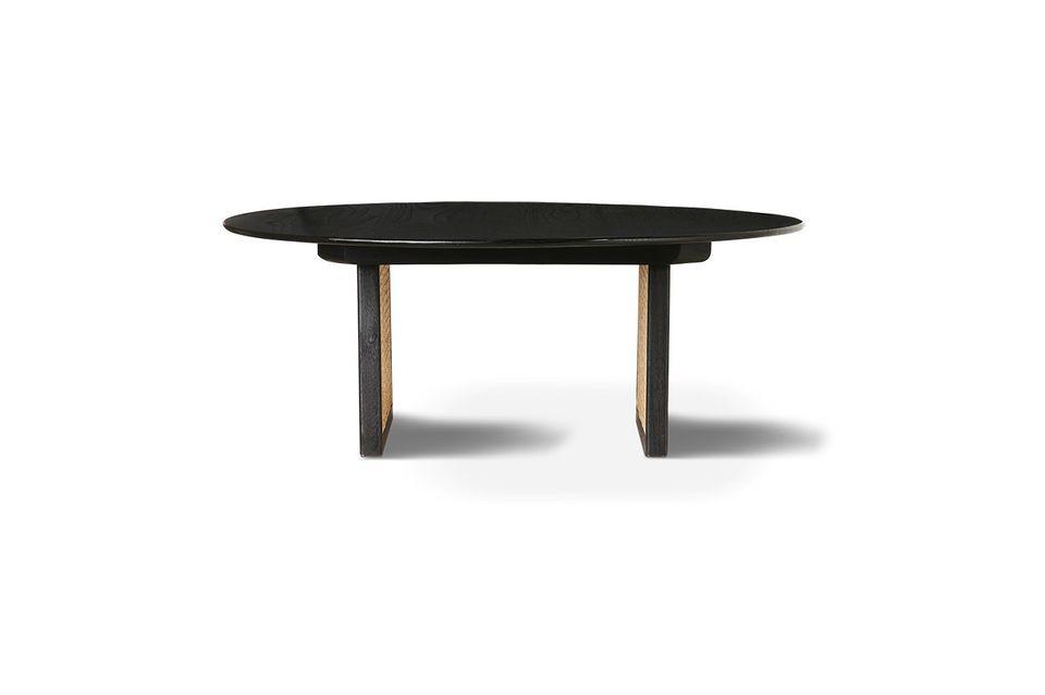 Con esta mesa de café, la fibra vegetal y natural impone su gráfico y refinado tejido