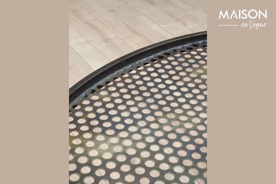 Esta mesa redonda tiene un lado industrial con sus tubos de patas cruzadas
