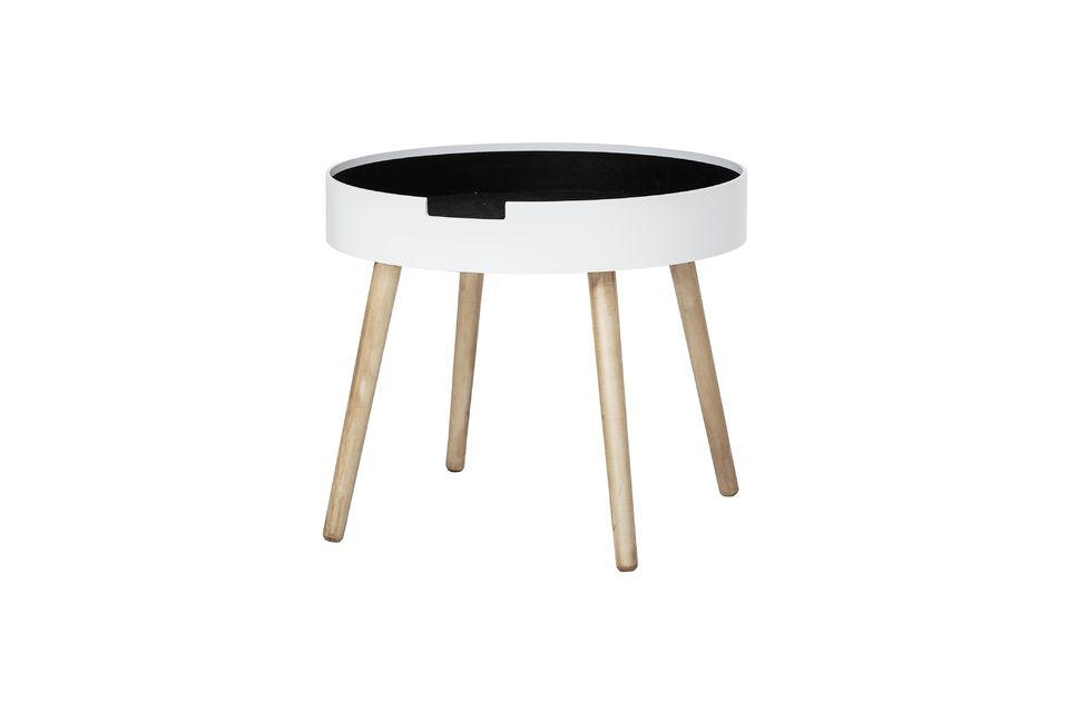 El color blanco de la parte superior y las patas de madera coinciden perfectamente