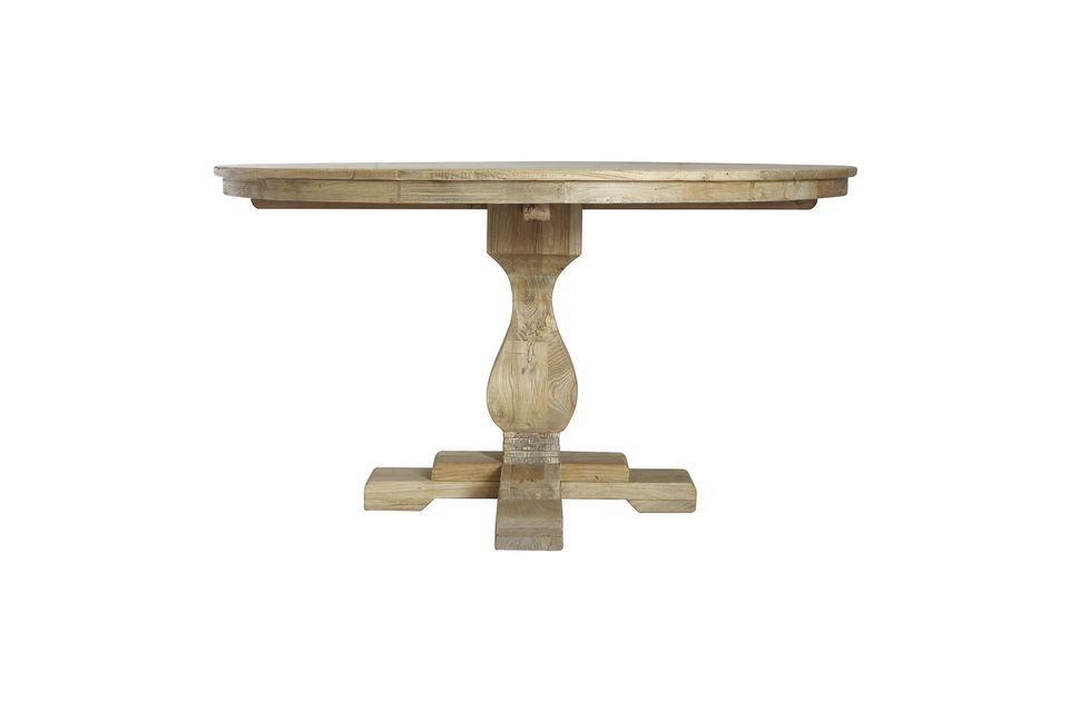 Bloomingville presenta este modelo de mesa de comedor con un diseño natural y vintage