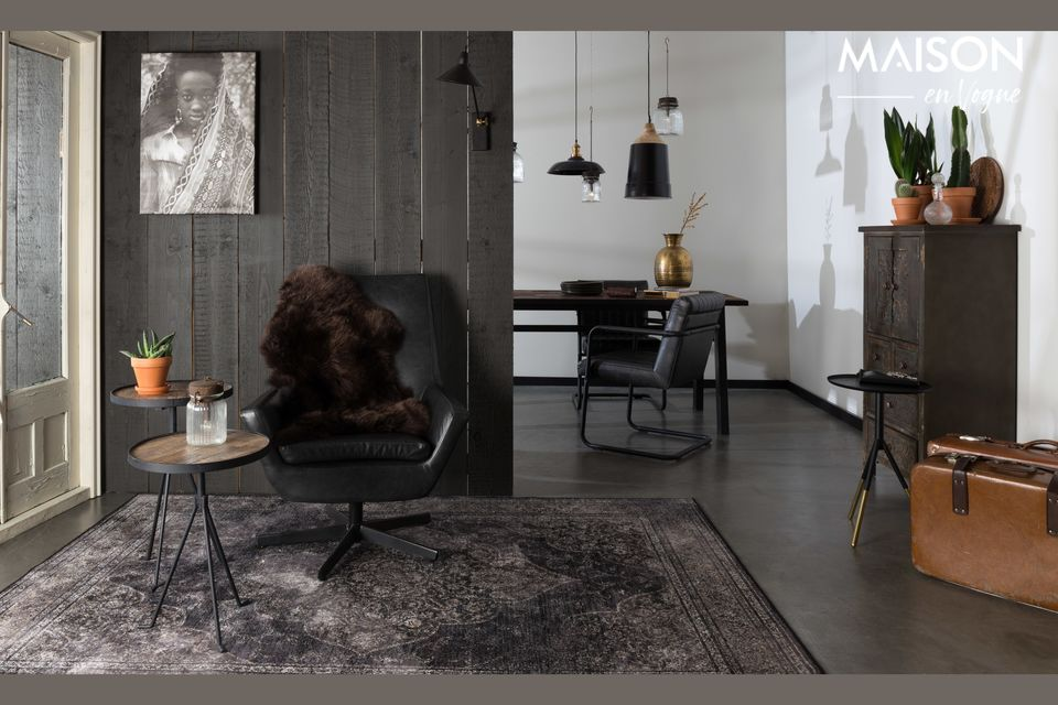 El encanto de la madera combinado con el metal negro para esta hermosa mesa natural con tendencia