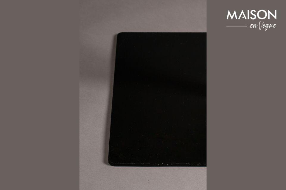 Una mesa de mostrador cuadrada negra