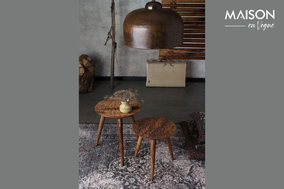 Esta mesa ocasional rinde homenaje a la pericia de los artesanos indios de Dhundar