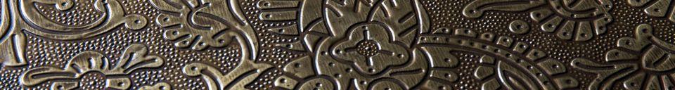 Descriptivo Materiales  Mesa lateral con acabado de latón Bast