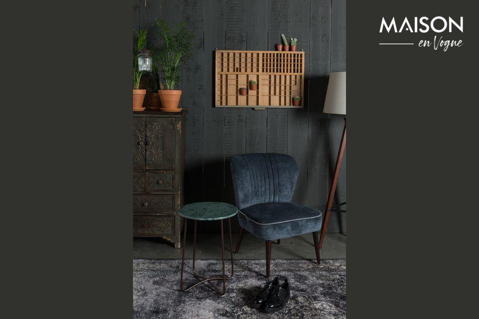 Con su lujoso diseño, la mesa auxiliar Esmeralda está inspirada en el chic de los años 50