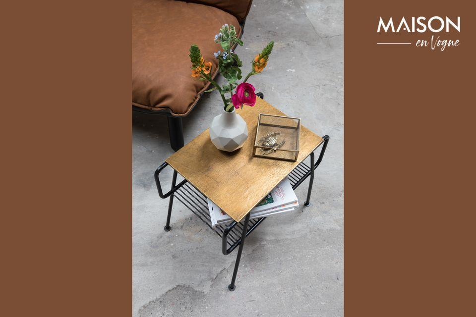 Una mesa auxiliar de diseño y funcional