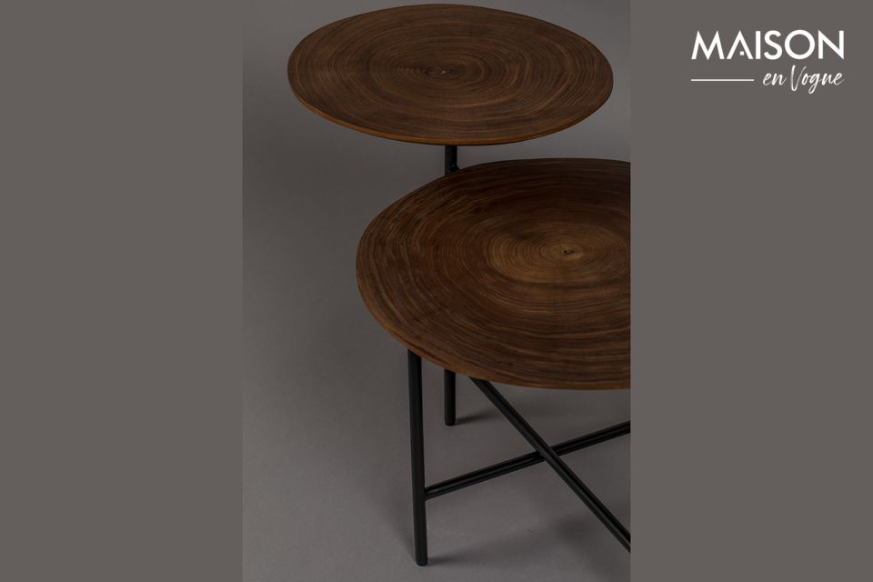 Con sus dos tableros de diferentes tamaños y alturas