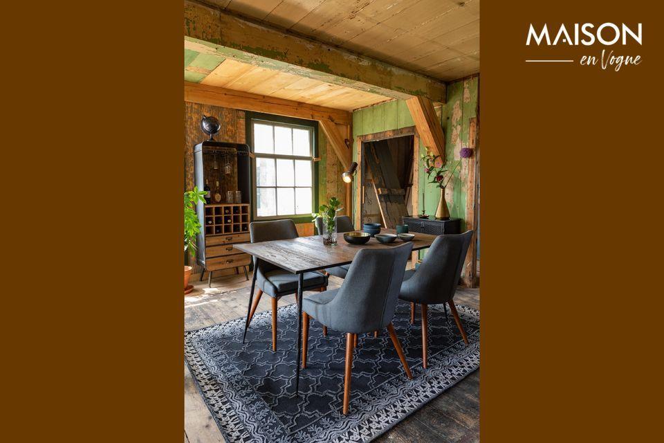 Una mesa fina cuyo diseño oscila entre la autenticidad y la modernidad
