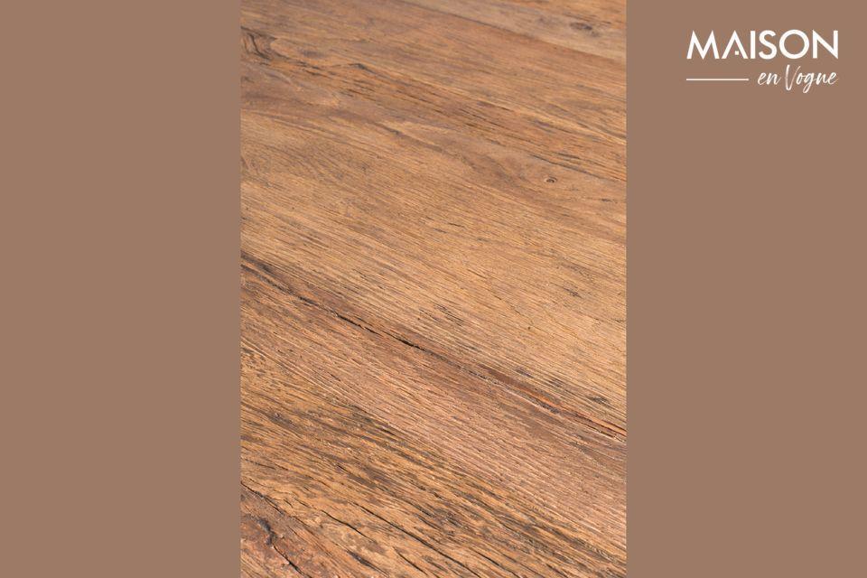 El aspecto rústico de la mesa Pepper se moderniza con líneas cónicas cuya delicadeza se refleja