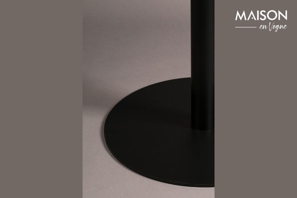 Una mesa de bistro de simple elegancia