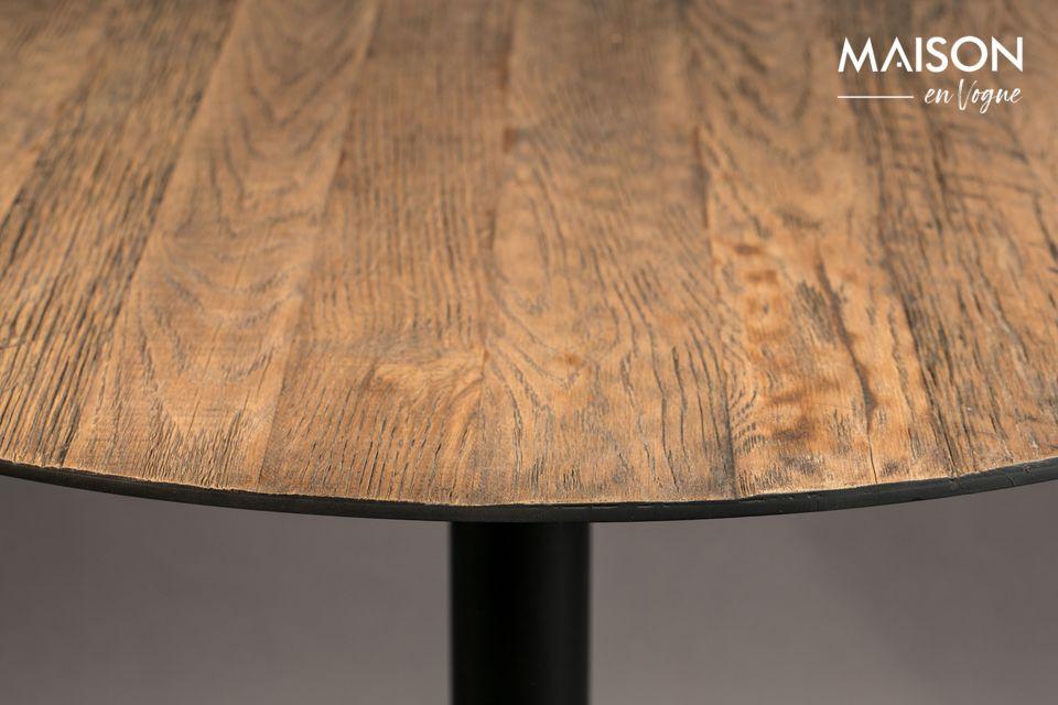 Su rugosa superficie de madera le da una autenticidad real a su interior
