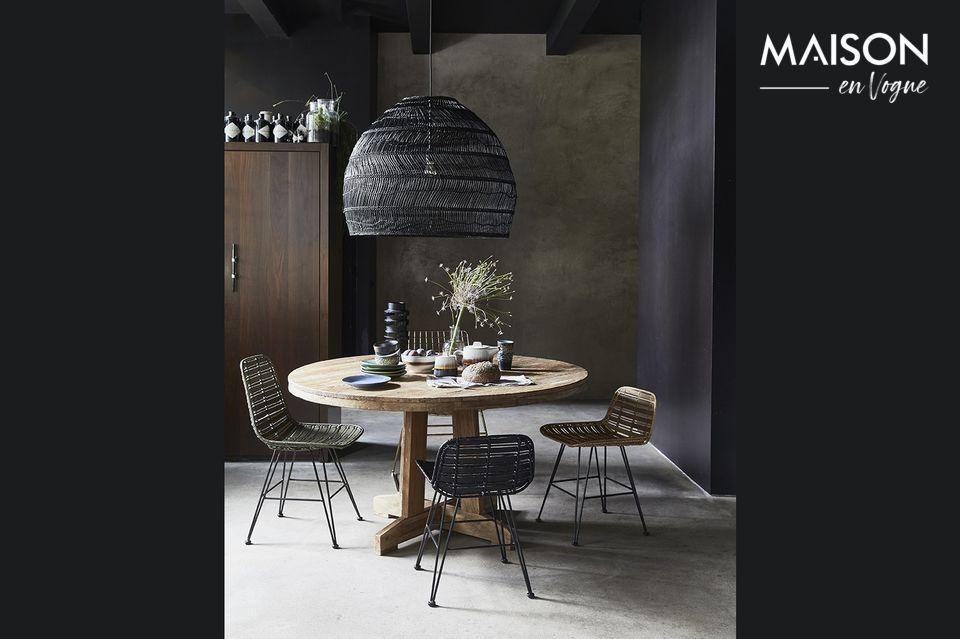 Una mesa robusta y natural