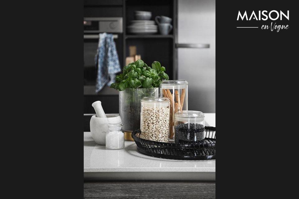 Triture todas sus especias y sazone sus mejores platos con este mortero de mármol blanco