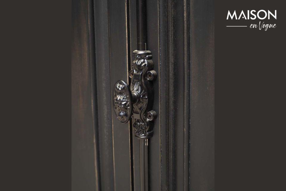 Combina la utilidad y el diseño con el pequeño armario de Pretoria firmado por la marca de muebles