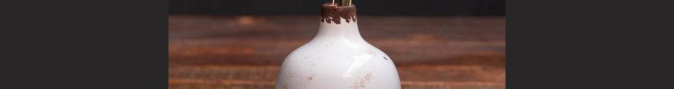 Descriptivo Materiales  Pequeño jarrón de cerámica blanca Agujero