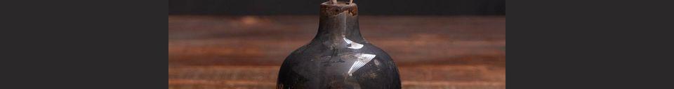 Descriptivo Materiales  Pequeño jarrón de cerámica gris-negro Agujero