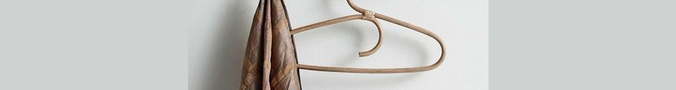 Descriptivo Materiales  Perchero de madera con 6 ganchos de latón Edgy