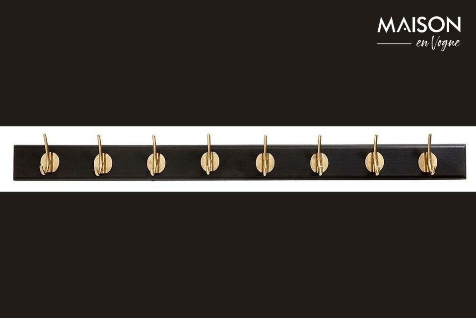 Con sus 8 ganchos dorados fijados en una tabla de madera perfilada de 90 cm