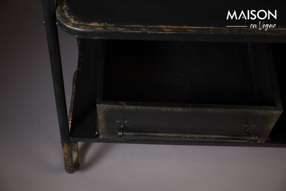 Este perchero es un mueble esencial para el almacenamiento funcional de la ropa