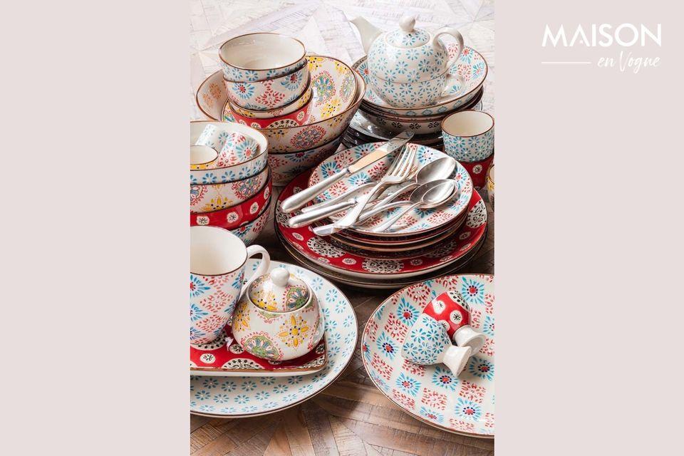 Bonito plato de cerámica decorado