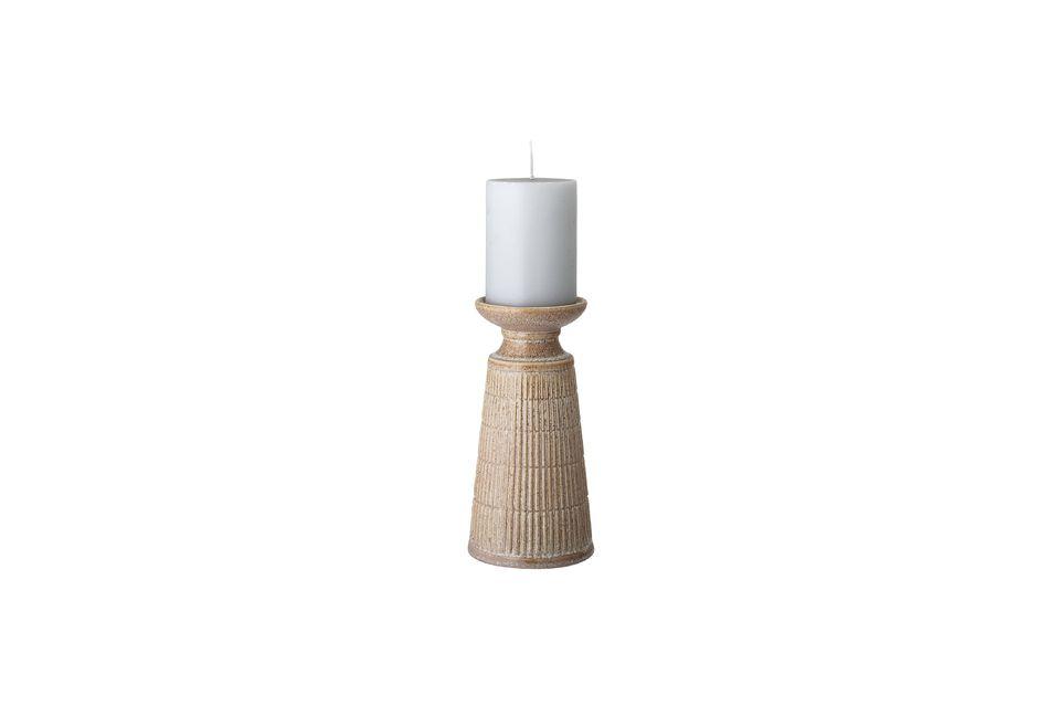 Una vela se suministra con este modelo