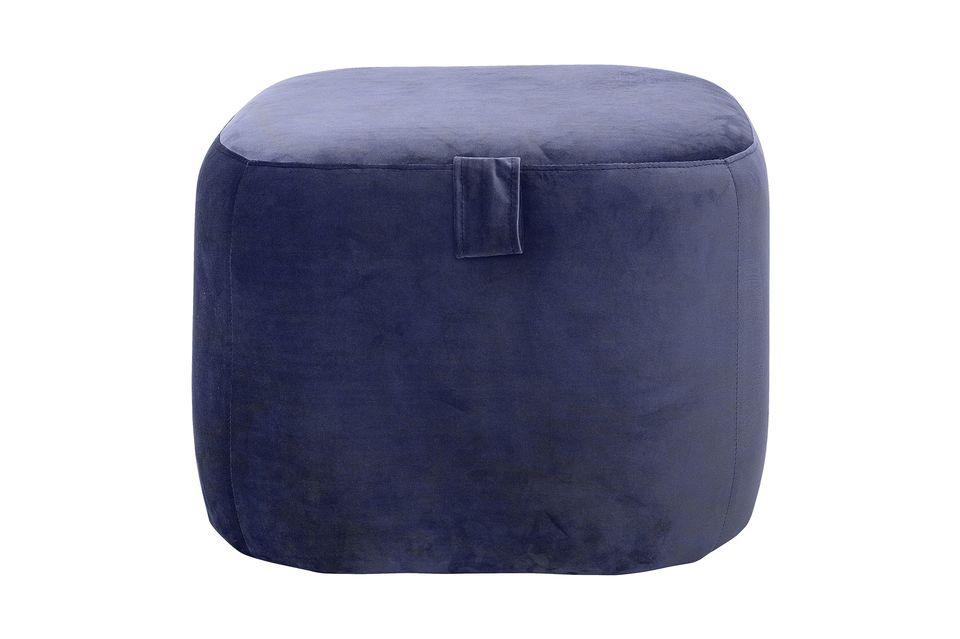Un taburete para la decoración o un asiento extra