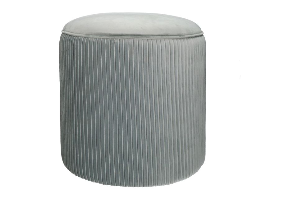 Un puf redondo muy agradable en terciopelo gris claro.