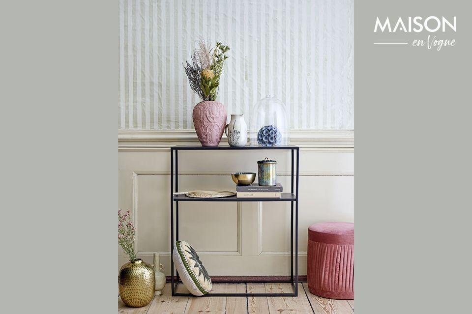 Un sofisticado y confortable taburete con un diseño clásico