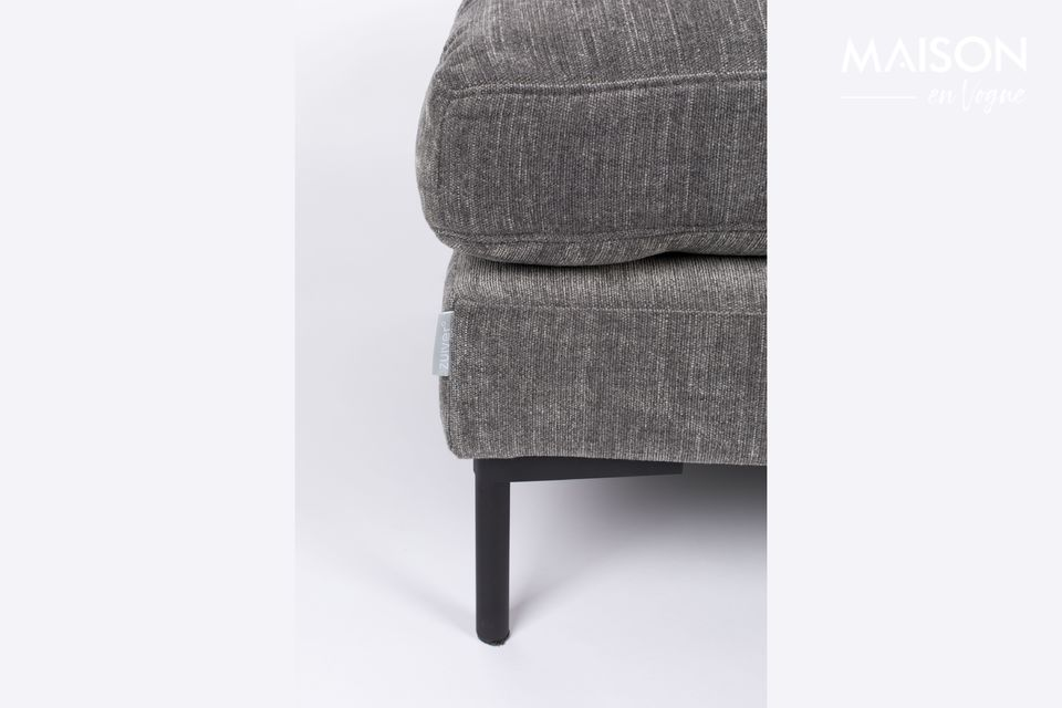 Su comodidad es ideal para descansar los pies cansados o como asiento elevador